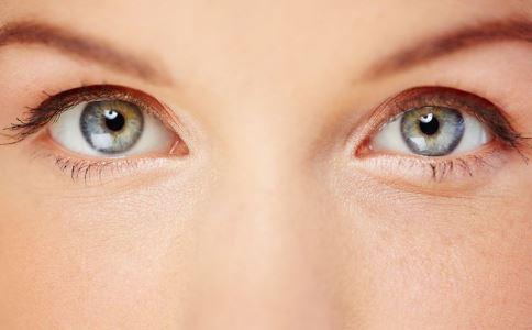 眼睛充血是什么原因 眼睛充血的原因有哪些 眼睛充血怎么办